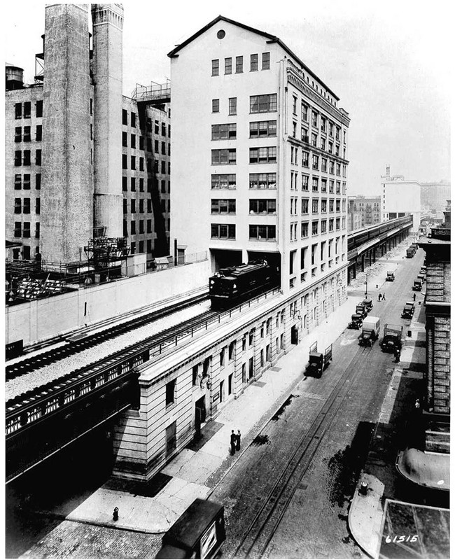 Bell Telephone Laboratories, showing how the High Line NYC penetrated some buildings, giving the companies direct access to the High Line tracks.